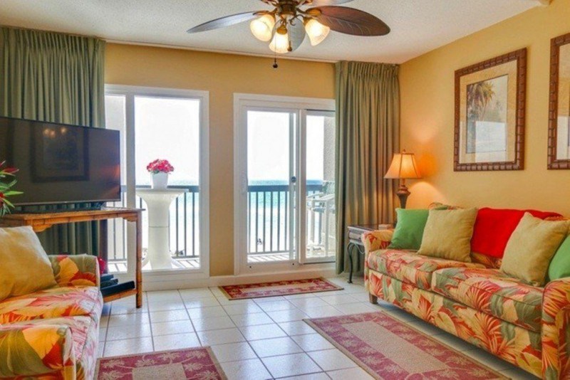 Romantic beach condo pinnacle port